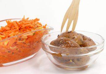 Karottenrohkostsalat und kleine BackKartoffeln