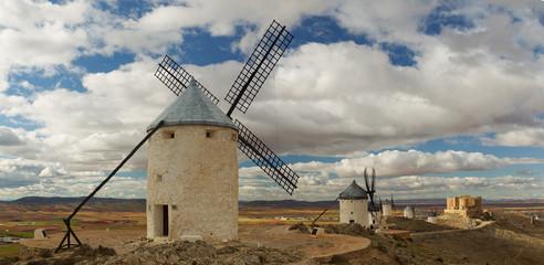 Molinos de viento en La Mancha. Castilla-La Mancha.