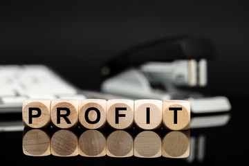 Profit - Würfel vor Büromateria