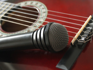 microphone laying on the guitar