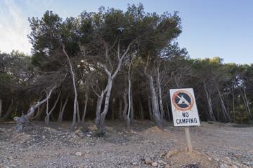 Prohibido acampar.