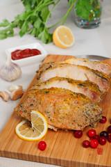 Свинина запеченная под горчичным соусом с лимоном и клюквой