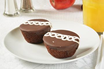 Cream filled chocolate cupcakes