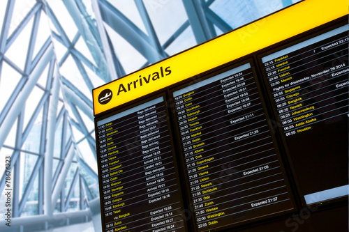 Fotobehang Londen Check in, Airport Departure & Arrival information board sign