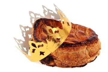 Une galette des rois et sa couronne