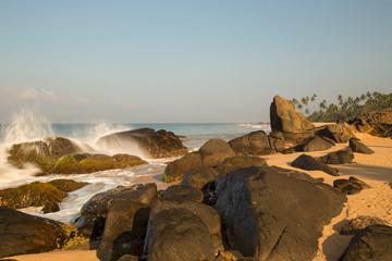 красивый пляж на острове Шри Ланка