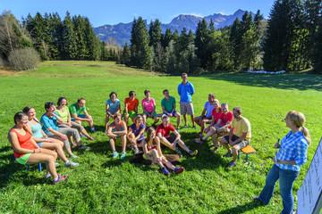 Team-Event auf grüner Wiese