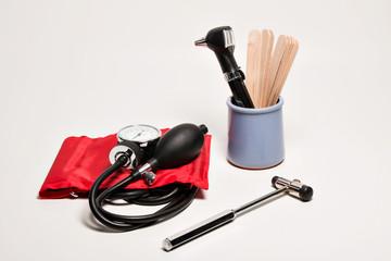 Blutdruckmessgerät rot , Otoskop