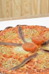 Pizza cuatro quesos y anchoas