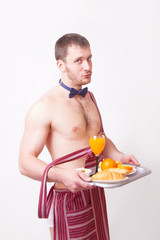 Funny man in an apron with breakfast