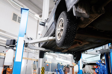 The car on the lift prepared to repair