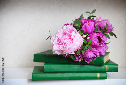 Poster Lelietje van dalen Wedding bouquet of a pink peonies, tulips and lily of the valle