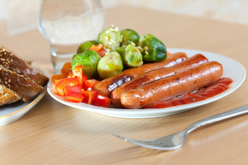 roasted sausages with broccoli