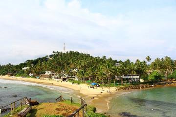 Пляж Мирисса и смотровая площадка на скале
