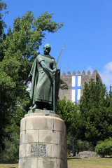 Памятник основателю Португалии королю Афонсу 1