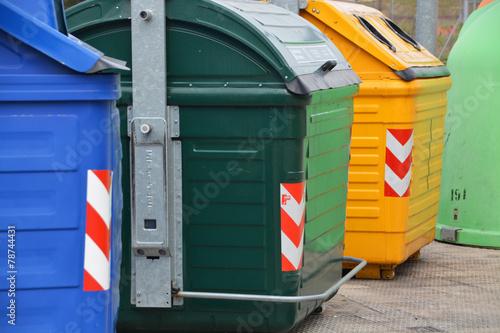 Leinwanddruck Bild contenedores para el reciclaje en la calle
