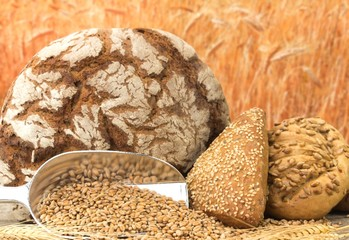Laib Brot und Vollkornweckerl