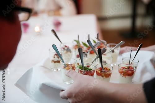 dessertbuffet bei einer hochzeit