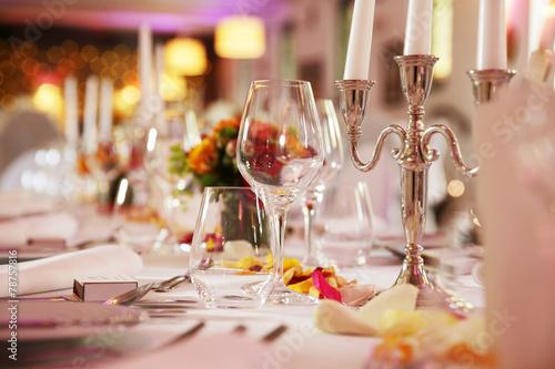 Papiers peints Table preparee festlich dekorierter tisch bei einer hochzeit
