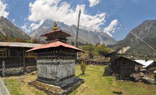 Fotobehang Nepal Shrine in Kanchenjunga