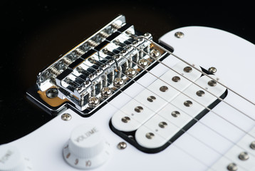 Electric guitar bridge with strings