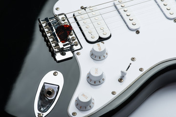 Electric guitar bridge with strings and mediator
