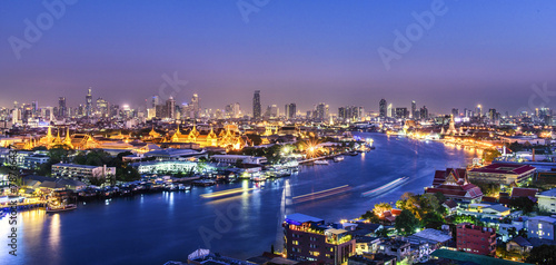 Foto op Aluminium Rivier Grand palace at twilight in Bangkok, Thailand