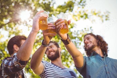 Papiers peints Biere, Cidre Hipster friends having a beer together