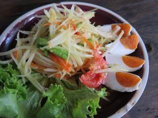 closed up papaya salad with salted egg