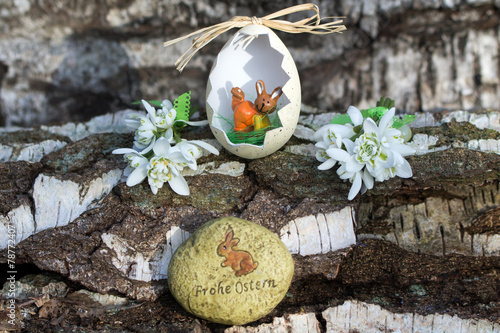 canvas print picture Frohe Ostern mit Osterhase im Osterei