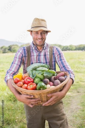 Keuken foto achterwand Boodschappen Farmer carrying box of veg