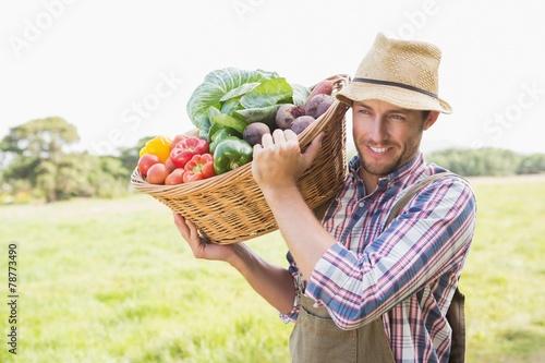 Keuken foto achterwand Boodschappen Farmer carrying basket of veg