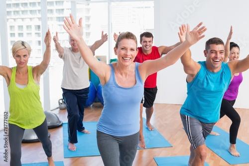 Papiers peints Gymnastique People exercising in gym class