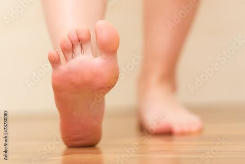 Leinwanddruck Bild Foot stepping closeup