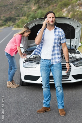 Couple after a car breakdown - 78784458
