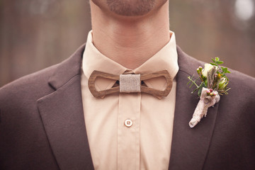 The original wooden bow tie