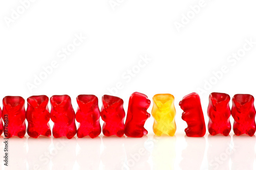 Foto op Plexiglas Klaar gerecht row of red gummy bears and a yellow one isolated on white