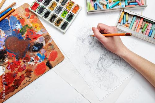 Artist draws sketch - 78791298