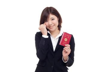 パスポートを取得した女性