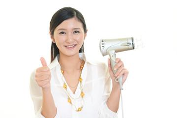 笑顔の美容師