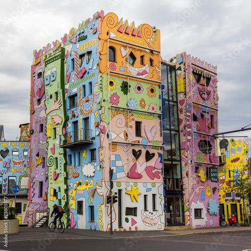 Leinwanddruck Bild Happies house in the world