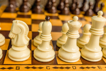 Chess board with starting positions aligned chess pieces