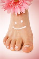 Fuß mit lustig lachenden Gesicht
