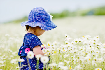 girl in daisy field