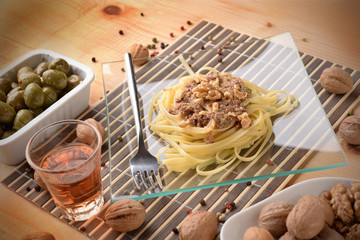 FETTUCINE WITH CREAM OF WALNUTS