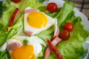 fried eggs with sausage and tomato