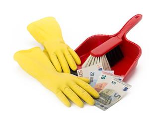 Gelbe Gummihandschuhe mit Kehrblech und Euro-Geldscheinen