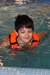 Мальчик в аквапарке