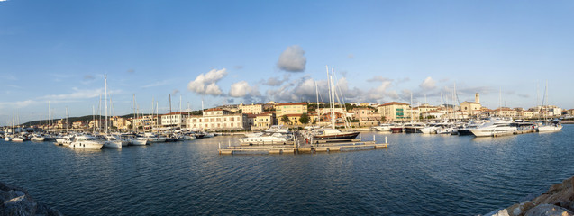 Toscana,San Vincenzo, il porto turistico.