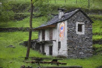 Svizzera,Canton Ticino,Valle Maggia, una casain pietra.